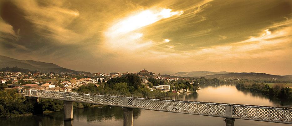 Vista de Tui e da vella Ponte Internacional